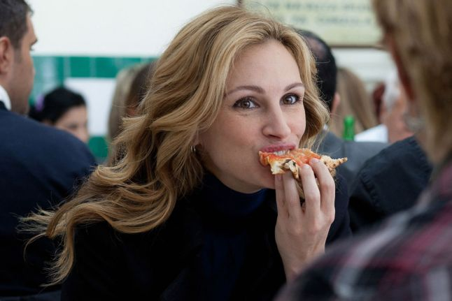 julia roberts from the movie eat pray love eating pizza at pizzeria da michele in naples italy