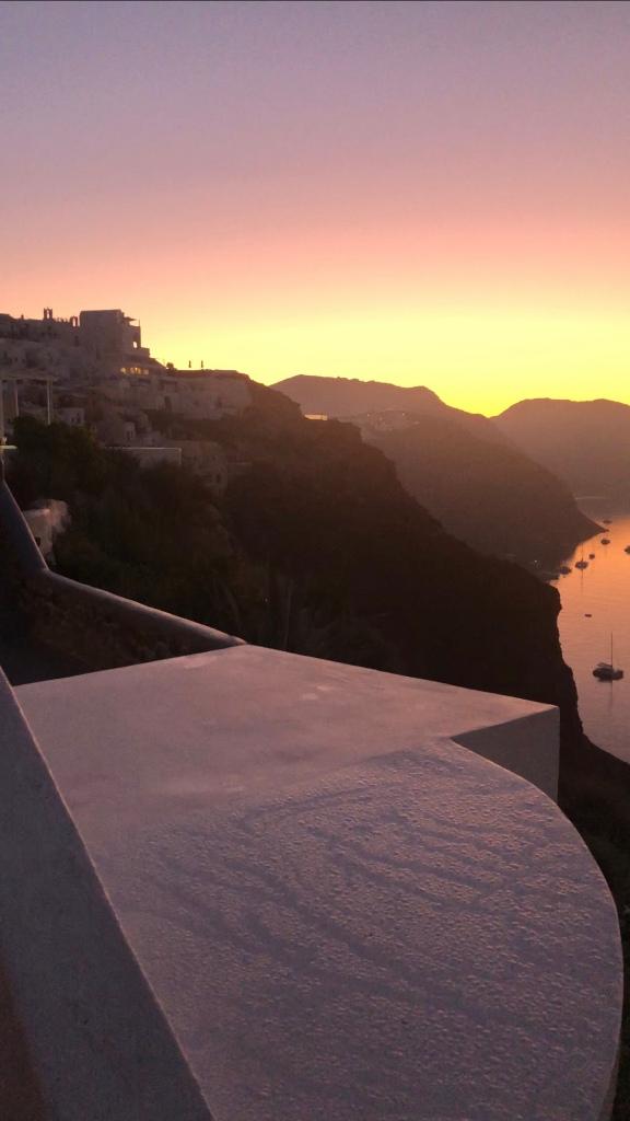 oia santorini sunrise airbnb